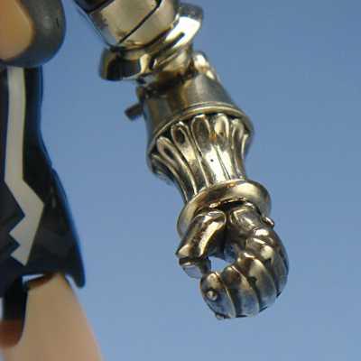 親指可動で太さ2mm~4mm弱の得物が持てます