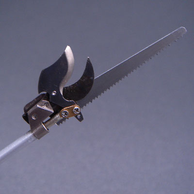 OLFAのデザインナイフの柄に使えるタイプの鋸刃を流用しました。