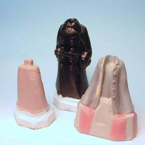 スカート内側?の部分は粘土状のシリコンが使いやすいです。自分は仕事柄歯科用のです。
